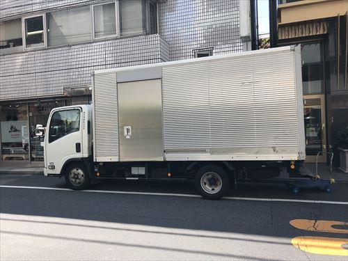 アルミバンのトラック