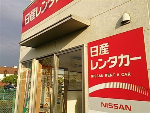 日産レンタカーの店舗入口