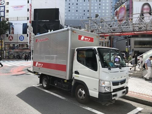 ニッポンレンタカーのアルミボディトラック